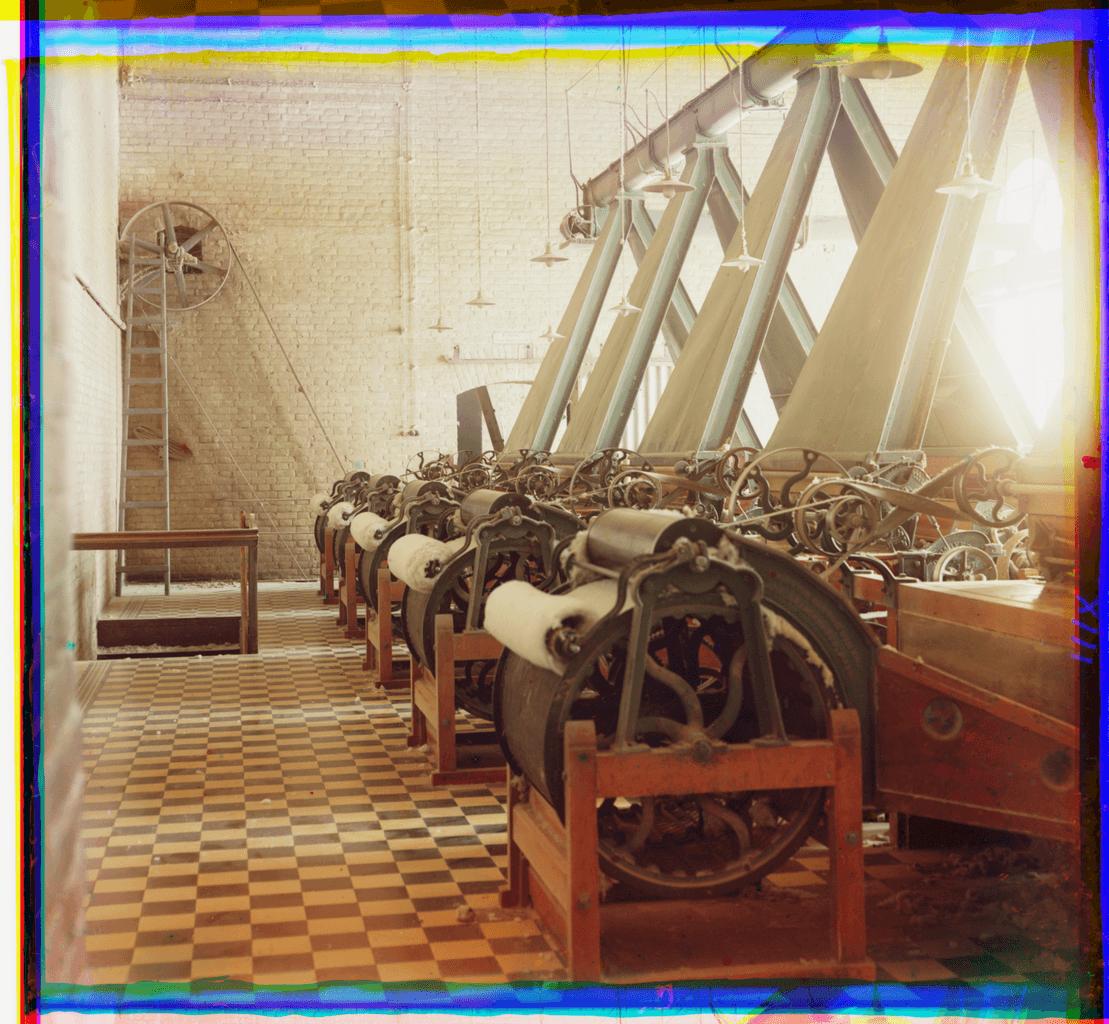 Интерьер текстильной фабрики, вероятно в Ташкенте
