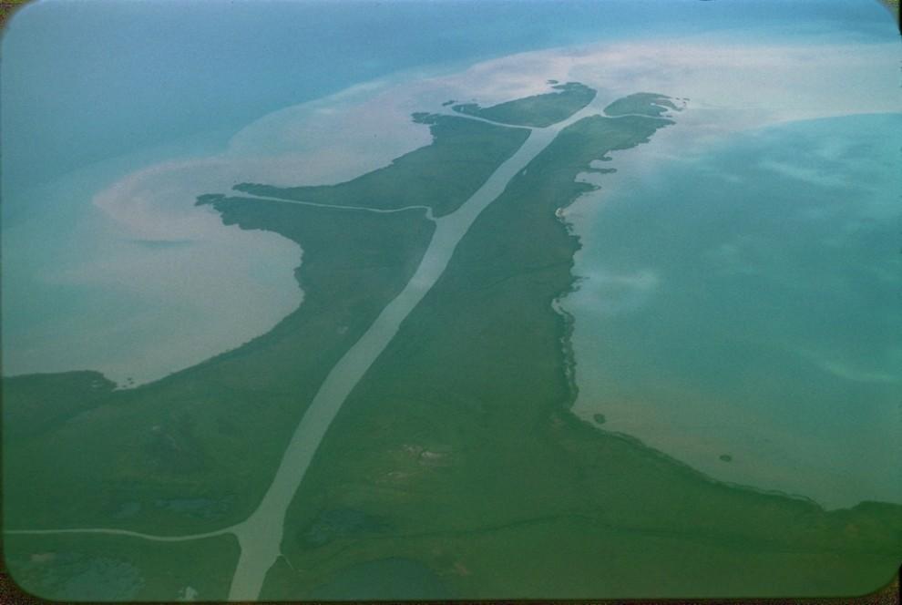 Сирдарёнинг Орол денгизига қуйилиш жойи (место впадения реки Сыр-Дарья в Аральское море)