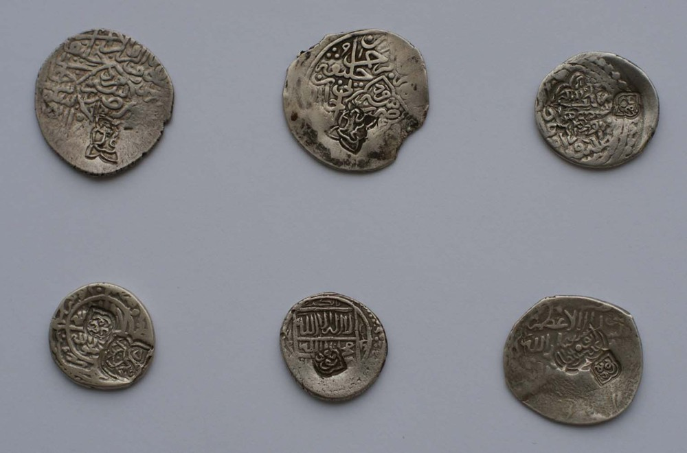 фото 6 монет Шейбанидов с надчеканками имен ханов