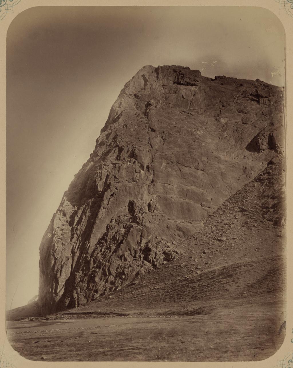 Скалы, образующие Илан-Утинское ущелье
