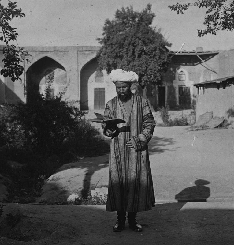 Тошкент, тахминан Кўкалдош мадрасаси ҳовлиси, 1911 йил